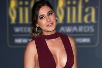 Sexy Necklines: Divas Flaunt Plunging Dress With Elegance