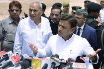 SP Old Guard Meet Akhilesh Yadav, Bid to Defuse 'Explosive' Situation