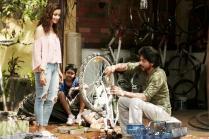 Dear Zindagi: SRK Asks Alia Bhatt to Crack Better Jokes in the New Teaser