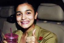 Alia Bhatt Looks Adorable Dressed As Kareena Kapoor Khan From Jab We Met