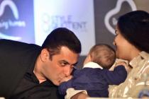 Salman Khan's Recent Photo With Nephew Ahil is Just Too Heart-warming