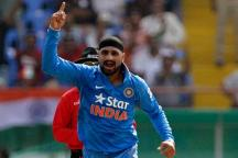 Harbhajan Singh Mocks Australia's Batting, Asks Michael Clarke to Return