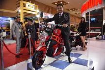 Auto Expo 2018: Okinawa Showcases Prototype OKI 100 e-Motorcycle