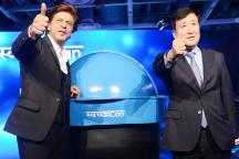 Bollywood Superstar Shah Rukh Khan Unveils Portable Bin for Cars