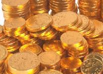 Gold touches new peak at Rs 10,050