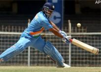 Dhoni's award omission puzzles India