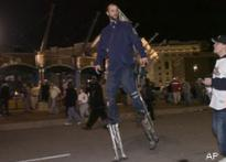Fan uses 4-foot stilts to watch Series