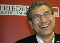 Orhan Pamuk wins literature Nobel