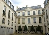 Two Picasso paintings stolen in Paris