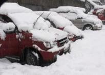 Snow paralyses life in Srinagar