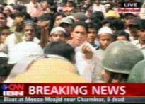 <b>Mob violence after Hyd blast, 4 killed</b>