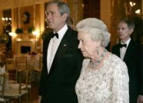 Queen laughs at Bush's expense