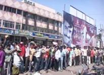 Fans jostle for <I>Sivaji</I> tickets