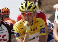 Tour's yellow jersey remains with Rasmussen