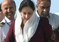 Benazir en routed for prayers at Larkana