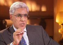 Karan Thapar gets award | <a href='http://www.ibnlive.com/news/devils-advocate-ram-jethmalani/26553-3.html'> Watch the interview</a>