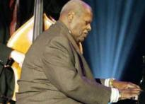 Jazz piano legend Oscar Peterson passes away at 82