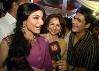 <i>Khoya Khoya Chand</i> premier: Soha, Sharmila live it up