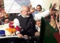 Modi goes beyond Gujarat, wins hearts in Delhi too