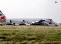 Heathrow jet crash lands short of runway