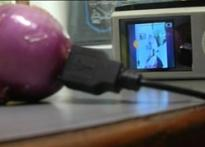 2 B'lore kids find way of charging iPods with onions