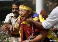 Protesting Tibetans' march halted, 100 arrested
