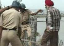 Cops lathicharge to disperse Sikh protestors