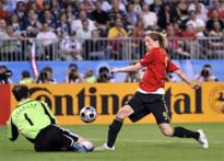Euro 2008 Finale: Spain 1-0 at halftime</a> | <a href='http://www.ibnlive.com/photogallery/870.html'>Match in pics</a>