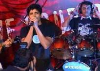 Farhan Akhtar dons rockstar role for <i>Rock On</i>