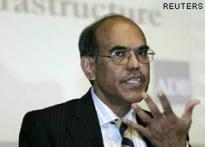 Banks safe, economy strong: RBI | <a href='http://www.ibnlive.com/news/fall-street-rupee-sinks---rbi-cuts-crr--sensex-tanks/75494-7.html'>Rupee tanks</a> | <a href='http://www.ibnlive.com/news/rbi-cuts-cash-reserve-ratio-crr-by-150-basis-points/75504-7.html'> CRR cut</a>