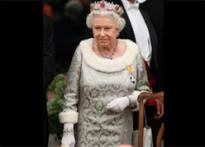 Queen tightens purse strings, wears 20-yr-old gown