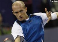 Davydenko beats Del Potro to reach Masters Cup semis
