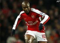 William Gallas stripped of Arsenal captaincy