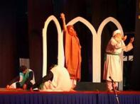 Beyonds borders: Pak threatre troupe performs in India