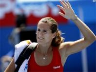 Hewitt knocked out, Mauresmo moves on