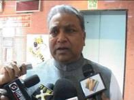 Minister denies govt trying to avert Satyam sell off