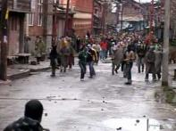 Protesters clash with security forces in Srinagar