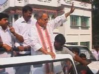 Pranab reaches Jangipur for election campaign