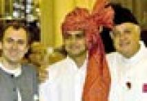 <a href='http://ibnlive.in.com/photogallery/1376.html'>Photogallery: Family reunion at oath-taking</a>
