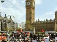Tamilian protestors scale Westminster Abbey; arrested