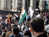 Aus sends cops, profs to India for damage control