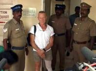 US citizen passes through Delhi customs with arms