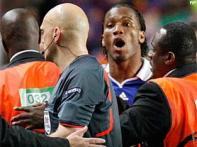 UEFA reduce Drogba, Boswinga suspensions