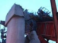 <a href='http://ibnlive.in.com/photogallery/1431.html'>First pics: Metro bridge collapses in South Delhi</a>
