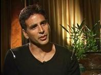 <i>Kambakkht Ishq</i> is not vulgar or offensive: Akshay