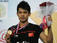 Lin Dan clinches third straight world title