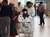 Watch: Not scared of H1N1, Mumbaikars flock to malls