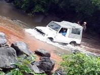 Adventure-seekers hit bumpy roads, go off-roading
