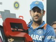 <a href='http://cricketnext.in.com/news/india-elect-to-bat-as-kohli-gets-a-game/43882-13.html'>Tendulkar, Harbhajan star in big win</a> | <a href='http://cricketnext.in.com/scorecard/match/slin1409.html'>Score</a> | <a href='http://cricketnext.in.com/slideshow/g722/view.html'>Pics</a>