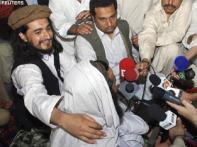 Pak Taliban leader considered dead meets reporters